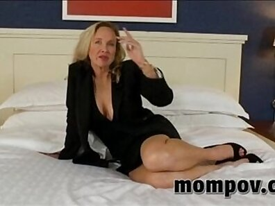 boobs in HD, dick sucking, having sex, huge breasts, mature women, older woman fucking, sexy mom xxx movie
